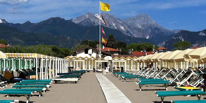 Alberghi raffaelli albergo con piscina spiaggia privata - Bagno cesare forte dei marmi ...